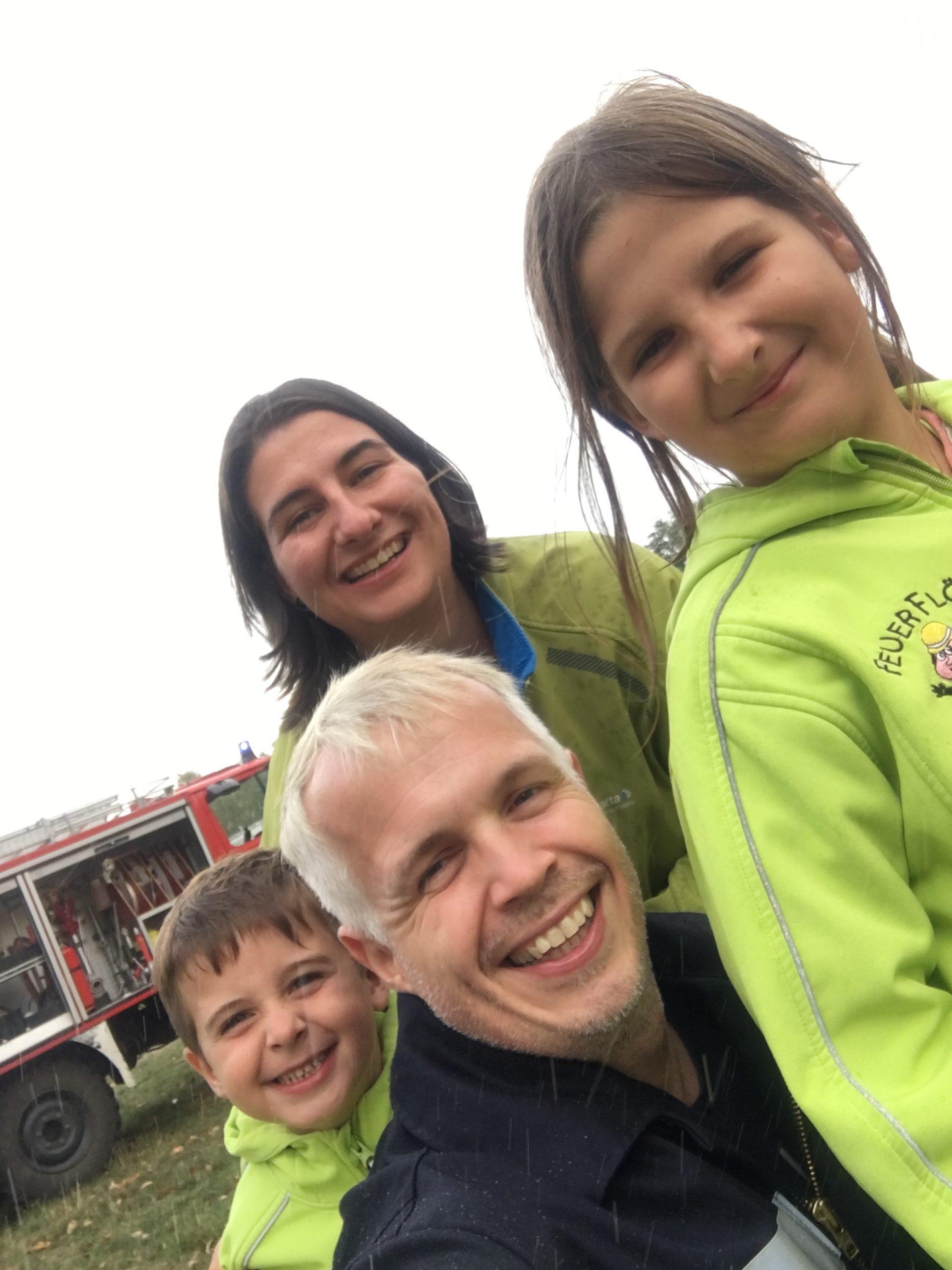 Anja,Till, Svea und Dirk bei der Feuerwehr